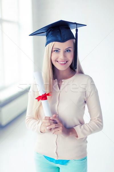 Student afstuderen cap certificaat gelukkig papier Stockfoto © dolgachov