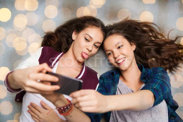 Gelukkig tienermeisjes vloer mensen vrienden Stockfoto © dolgachov