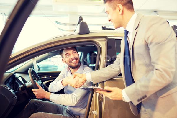 Heureux homme Auto montrent salon Photo stock © dolgachov