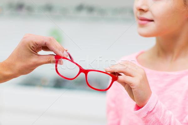 Menina óculos ótica armazenar Foto stock © dolgachov
