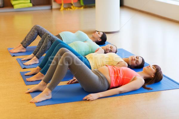 Mutlu hamile kadın egzersiz spor salonu gebelik Stok fotoğraf © dolgachov