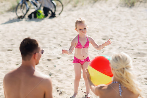 Photo stock: Famille · heureuse · jouer · gonflable · balle · plage · famille
