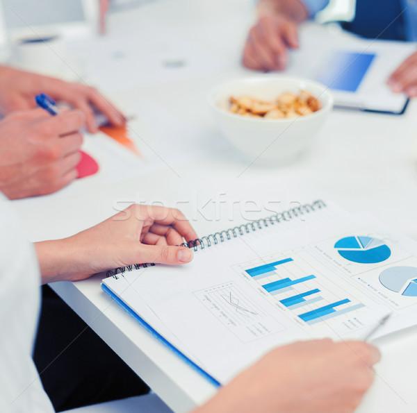 Equipe de negócios discussão escritório escolas educação negócio Foto stock © dolgachov