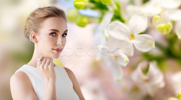 улыбающаяся женщина белое платье Diamond ювелирные роскошь свадьба Сток-фото © dolgachov