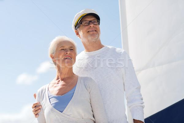 Idős pár ölel vitorla csónak jacht tenger Stock fotó © dolgachov