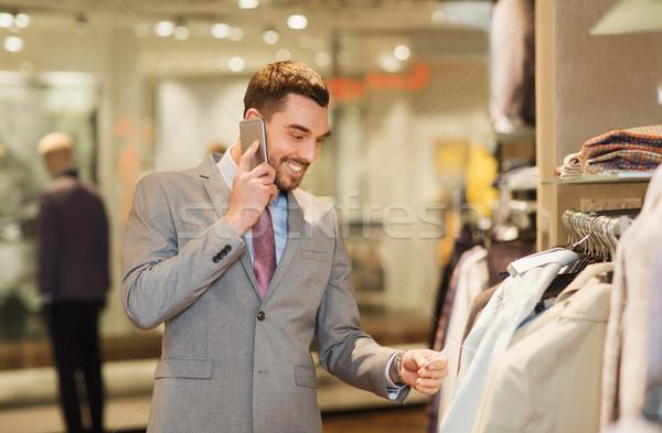 幸せ 男 呼び出し スマートフォン 服 ストア ストックフォト © dolgachov