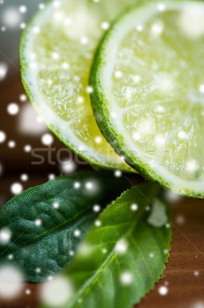 Kalk Scheiben Holztisch Früchte Stock foto © dolgachov