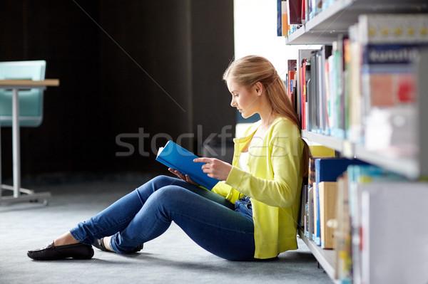 Stock foto: High · School · Studenten · Mädchen · Lesung · Buch · Bibliothek
