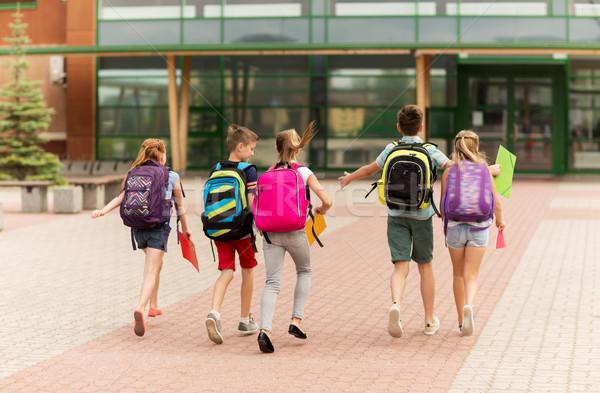 Foto stock: Grupo · feliz · escuela · primaria · estudiantes · ejecutando · primario