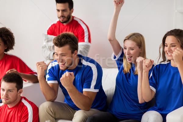 Barátok futball szurkolók néz futball otthon Stock fotó © dolgachov