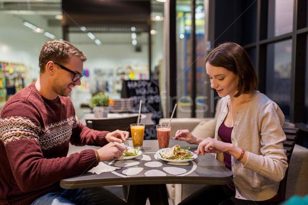Gelukkig paar eten diner veganistisch restaurant Stockfoto © dolgachov
