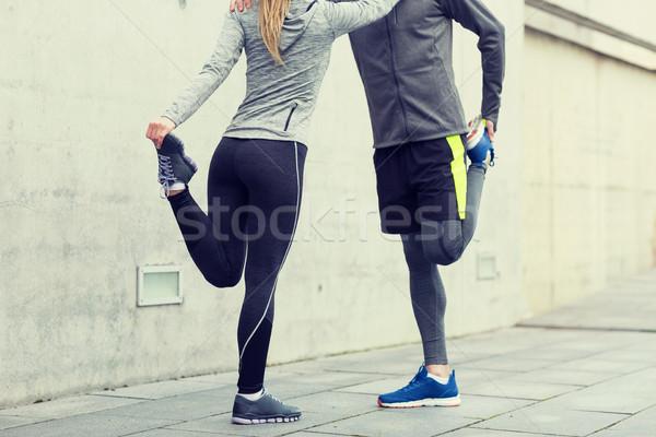 Stock fotó: Közelkép · pár · nyújtás · lábak · kint · fitnessz