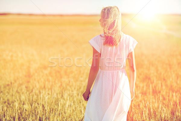 Abito bianco cereali campo felicità natura Foto d'archivio © dolgachov