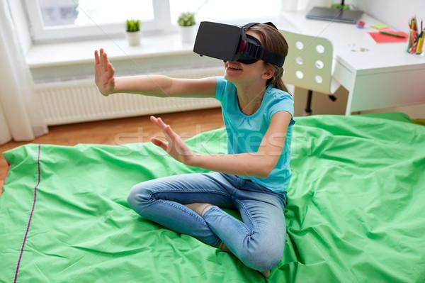 Mutlu kız kulaklık 3d gözlük ev teknoloji gerçeklik Stok fotoğraf © dolgachov