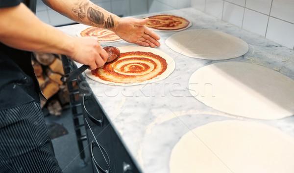 Stok fotoğraf: Pişirmek · domates · sosu · pizza · pizzacı · gıda