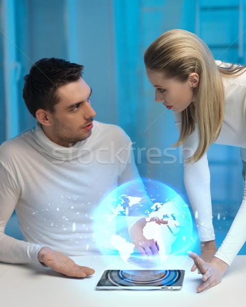 Futurista homem mulher globo holograma quadro Foto stock © dolgachov