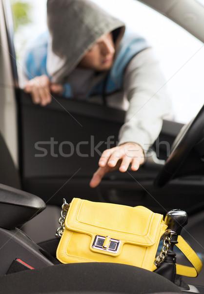 Tolvaj lop táska autó közlekedés bűnözés Stock fotó © dolgachov