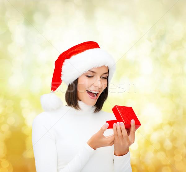 Surpreendido mulher ajudante seis caixa de presente Foto stock © dolgachov