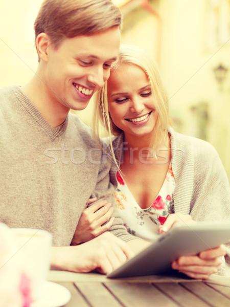 Gülen çift bilgisayar kafe yaz Stok fotoğraf © dolgachov
