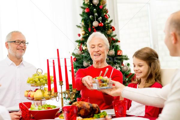 Sonriendo familia vacaciones cena casa vacaciones Foto stock © dolgachov