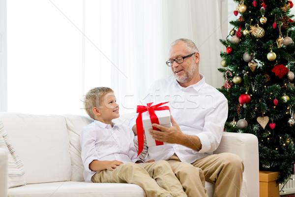 Uśmiechnięty dziadek wnuk domu rodziny wakacje Zdjęcia stock © dolgachov
