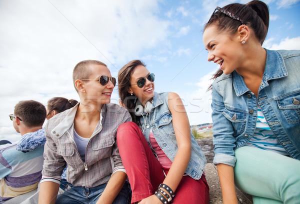 Foto stock: Grupo · adolescentes · colgante · fuera · verano · vacaciones