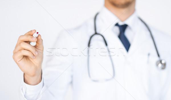 Orvos ír valami levegő közelkép jelző Stock fotó © dolgachov
