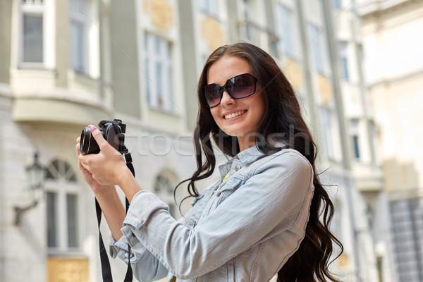 Foto stock: Sorridente · câmera · turismo · viajar · lazer