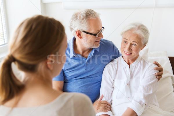 Família feliz senior mulher hospital medicina apoiar Foto stock © dolgachov