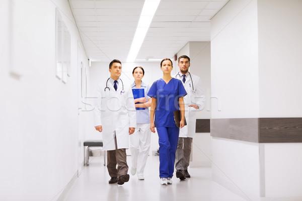 Grupy lekarzy szpitala korytarz kliniki zawód Zdjęcia stock © dolgachov