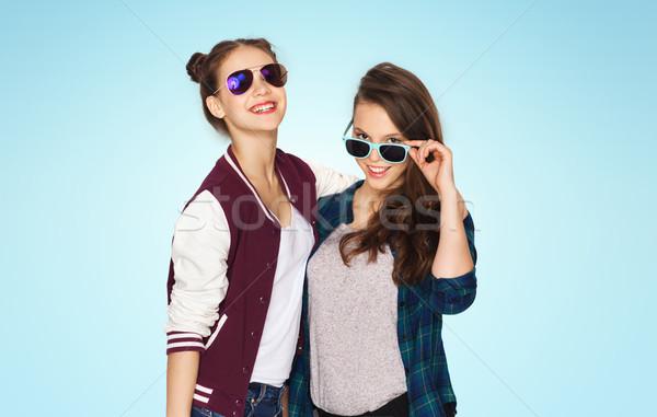 Stock fotó: Boldog · mosolyog · csinos · tinilányok · napszemüveg · emberek
