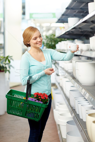 Femeie coş ghiveci de flori magazin oameni Imagine de stoc © dolgachov