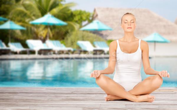 Femme yoga Lotus posent plage Photo stock © dolgachov