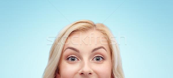 Feliz mulher jovem cara curiosidade anúncio Foto stock © dolgachov