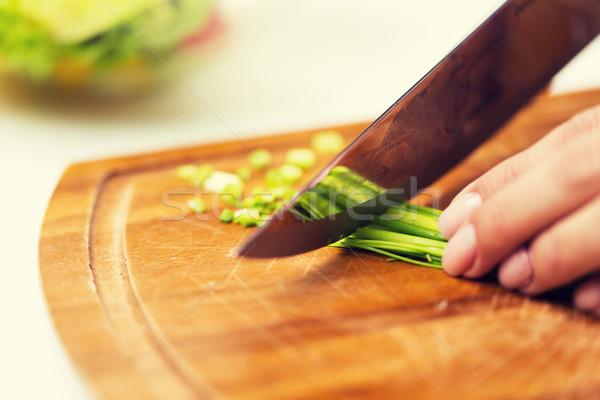 Kadın yeşil soğan bıçak sağlıklı beslenme Stok fotoğraf © dolgachov
