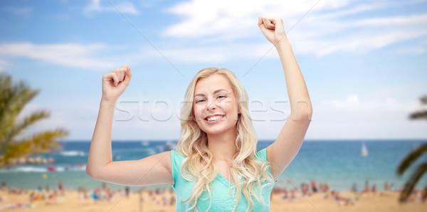 Szczęśliwy młoda kobieta teen girl zwycięstwo emocje Zdjęcia stock © dolgachov