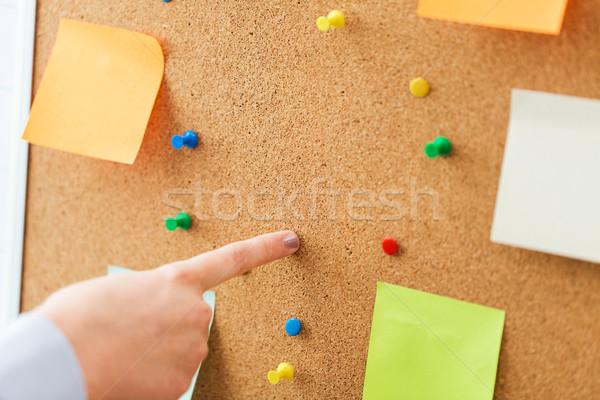 Kéz mutat parafa tábla matricák iroda üzletemberek Stock fotó © dolgachov