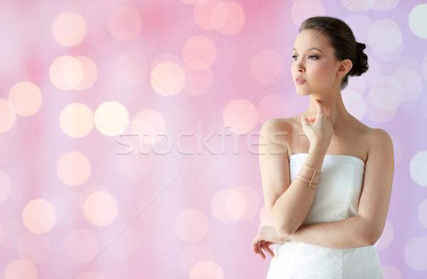 Hermosa Asia mujer dorado pulsera belleza Foto stock © dolgachov