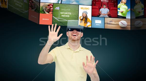 Feliz hombre virtual realidad auricular gafas 3d Foto stock © dolgachov