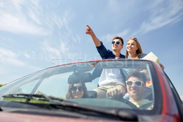 Felice amici guida cabriolet auto tempo libero Foto d'archivio © dolgachov