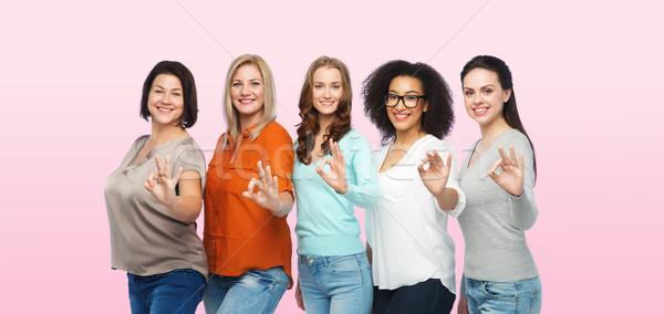 Grup mutlu farklı boyut kadın Stok fotoğraf © dolgachov