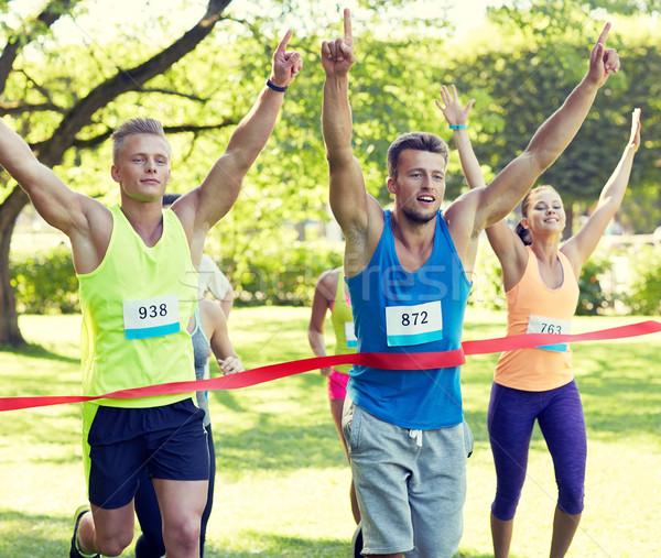 Feliz jóvenes masculina corredor ganar carrera Foto stock © dolgachov