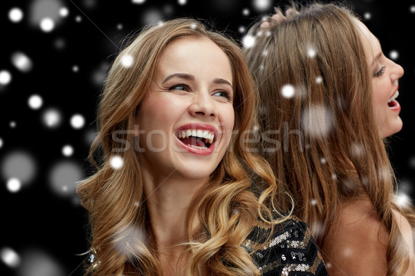 Szczęśliwy młodych kobiet taniec klub nocny disco nowy rok Zdjęcia stock © dolgachov