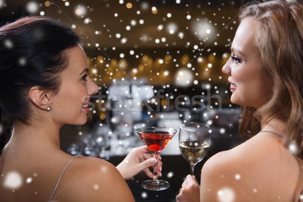 Gelukkig vrouwen dranken nachtclub bar viering Stockfoto © dolgachov