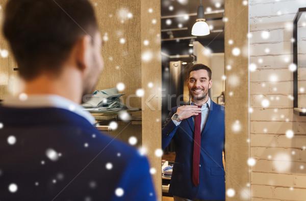 Hombre empate espejo ropa tienda venta Foto stock © dolgachov