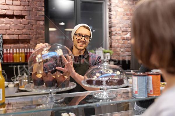 человека бармен торты клиентов кафе Сток-фото © dolgachov