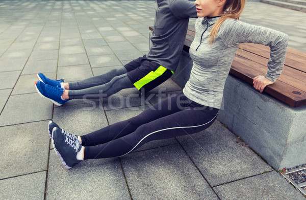 Para triceps ławce fitness Zdjęcia stock © dolgachov