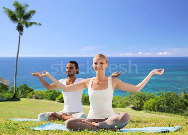 Para jogi Lotos stanowią odkryty fitness Zdjęcia stock © dolgachov