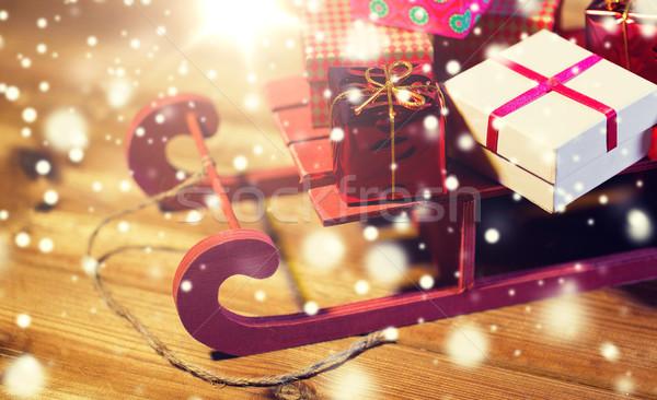 Közelkép karácsony ajándékdobozok fából készült szánkó ünnepek Stock fotó © dolgachov