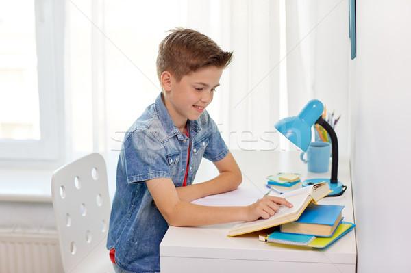 Stockfoto: Student · jongen · lezing · boek · home · tabel